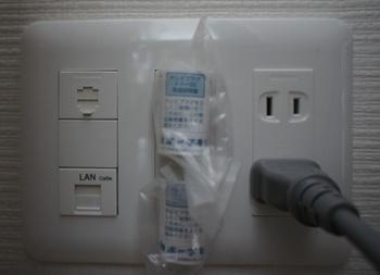 outlet_061402.jpg